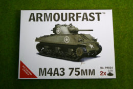 Armourfast Sherman M4A3 75 mm WWII Tank 1/72 set 99014