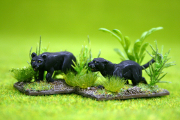JAGUARS, LEOPARDS or PUMAS( pack of 2) DeeZee Miniatures DZ26 28mm Wargames