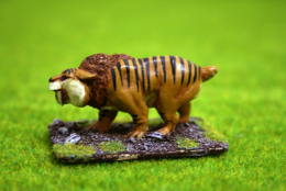 SMILODON or SABRE TOOTHED TIGER (Stalking) DeeZee Miniatures DZ15 28mm Wargames