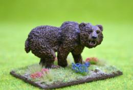 CAVE BEAR PROWLING DeeZee Miniatures DZ11 28mm Wargames