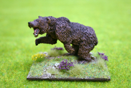 DeeZee Miniatures CAVE BEAR ATTACKING DZ12 28mm Wargames