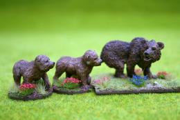 DeeZee Miniatures CAVE BEAR and CUBS or JUVENILES Set 28mm Wargames