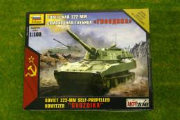 Zvezda Soviet 122mm Self Propelled Gun GVOZDIKA Hot War 1/100  7421