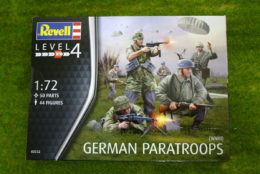GERMAN PARATROOPS of WWII 1/72  Revell 02532