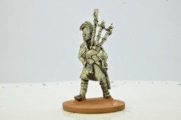 Victorious Miniatures NAPOLEONIC HIGHLAND PIPER NAPBR09 28mm