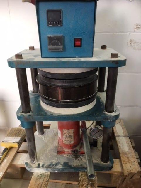 The mold press machine!