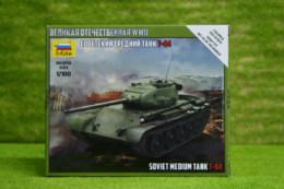 1:100 Scale Soviet Medium Tank T44 Zvezda 6238