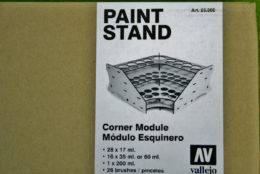 CORNER PAINT STAND MDF Vallejo Acrylics 26008