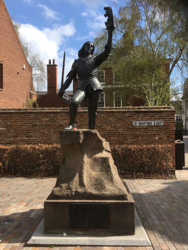Statue of Richard III outside the visitor centre.