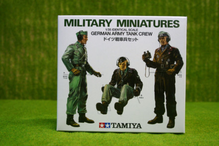 Tamiya WWII GERMAN TANK CREW 1/35 Scale Kit 35001