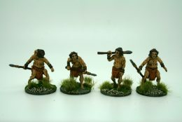 CAVEMEN HUNTING WITH SPEARS  DeeZee Miniatures DZ39 28mm Scale Fantasy Wargames & RPG