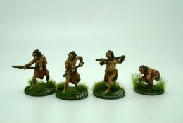 CAVEMEN ATTACKING WITH SPEARS  DeeZee Miniatures DZ38 28mm Scale Fantasy Wargames & RPG