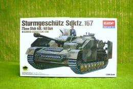 German Sturmgeschutz sdkfz 167 Academy 1/35 kit 1332